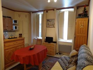 Nice Studio with Short Breaks Allowed and Kettle - Cauterets vacation rentals