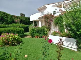 3bed/2bath garden apartment Las Gardineas - Estepona vacation rentals