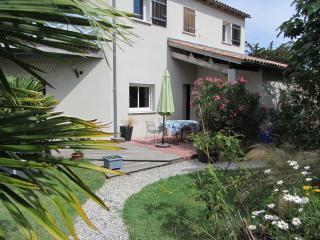PROCHE 4 ILES : Oléron, Ré, Aix, Madame - Port-des-Barques vacation rentals