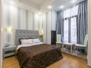 Tverskaya 2-rooms. 2 minutes from metro station. - Moscow vacation rentals