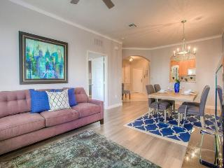 Plenty of space and natural light make this condo the perfect getaway choice. - Orlando vacation rentals
