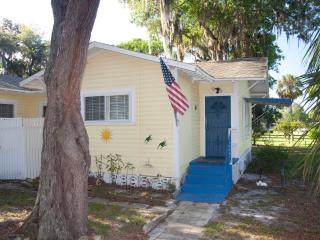 1 bedroom Cottage with Internet Access in New Port Richey - New Port Richey vacation rentals