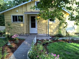 2 bedroom Bed and Breakfast with Deck in Olympia - Olympia vacation rentals