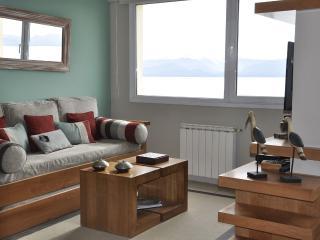Departamento LAGO con vista y centrico - San Carlos de Bariloche vacation rentals