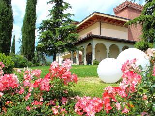 Ampia mansarda Villa giardino parcheggio colazione - Teramo vacation rentals
