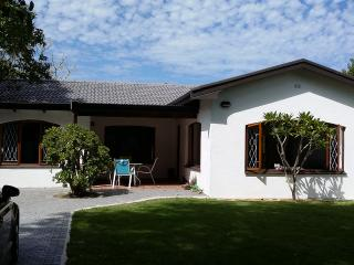Lovely House with Satellite Or Cable TV and Outdoor Dining Area - Knysna vacation rentals