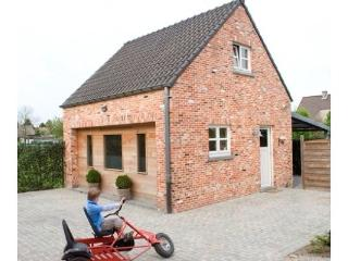Beautiful House with Internet Access and Central Heating - Opglabbeek vacation rentals