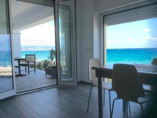 La Casa sul mare a 10 mt dalla spiaggia - Pizzo vacation rentals