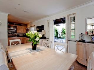 A Peaceful 4 Bedroom Mews Home in West London - London vacation rentals