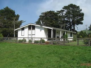 Nice Farmhouse Barn with Balcony and Parking - Eketahuna vacation rentals