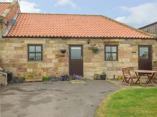 BROADINGS COTTAGE, pet friendly, character holiday cottage, with a garden in Whitby, Ref 1464 - Whitby vacation rentals