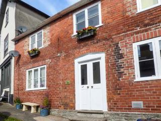 1A MARKET STREET, pets welcome, WiFi, central location, in Knighton, Ref 927902 - Knighton vacation rentals