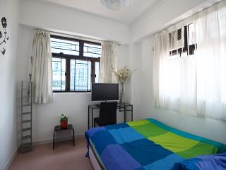 Comfty 3Bdr Apt 7-9ppl 1 MIN to MTR - Hong Kong vacation rentals