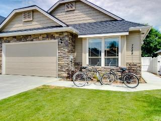 Lovely townhouse w/ huge kitchen; close to downtown Boise! - Boise vacation rentals