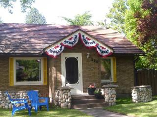 Charming downtown cottage with fenced yard - dogs welcome! - Coeur d'Alene vacation rentals