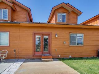 Great townhome with mountain views & an outdoor firepit! - Donnelly vacation rentals