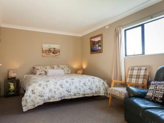 Ranfurly Trout 'n' Trail B&B - Dunedin vacation rentals