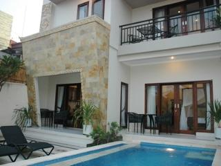 LEGIAN - 5 bedrooms + 5 bath - Breakfast Daily -de - Legian vacation rentals