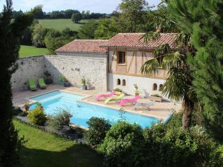 La Garde Pile de Fichou Gîtes et chambres d'hôtes avec piscine - Bajamont vacation rentals