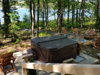 Lakefront house with hot tub & wood fireplace - Poconos vacation rentals