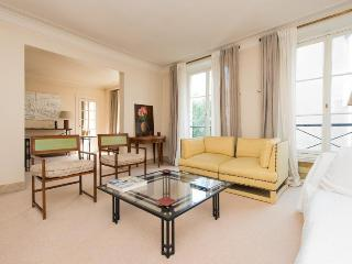 Classic SAINT GERMAIN PARIS - Paris vacation rentals