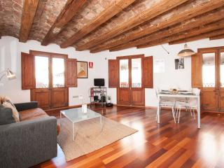 Gotic White apartment in Barrio Gotico with WiFi, airconditioning, gedeeld - Barcelona vacation rentals