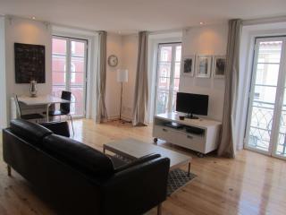 Spacious Condessa Duplex apartment in Baixa/Chiado with balkon. - Lisbon vacation rentals