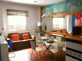 Sol apartment in Casco Antiguo with WiFi, airconditioning (warm / koud) & lift. - Seville vacation rentals