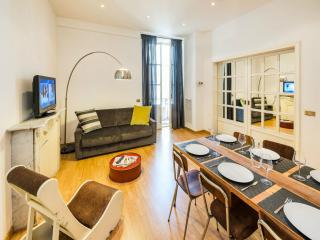 Cavour Colosseum apartment in Termini Stazione with WiFi & lift. - Rome vacation rentals