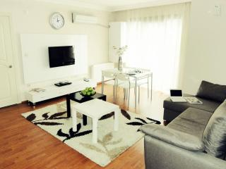 Kadikoy Deluxe apartment in Kadıköy with WiFi, airconditioning & lift. - Istanbul vacation rentals