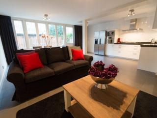 Spacious Tulip Suite A apartment in Lastage with WiFi, privéterras, privétuin & lift. - Amsterdam vacation rentals