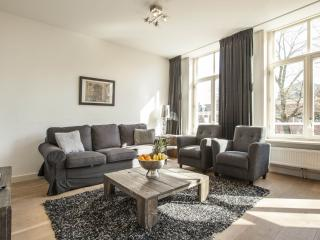 Tulip Suite D apartment in Oosterpark with WiFi, balkon & lift. - Amsterdam vacation rentals
