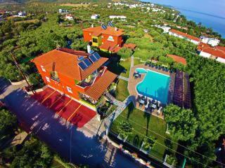 SUNDAY RESORT(Elegant Studio for 3 people) - Gerakini vacation rentals