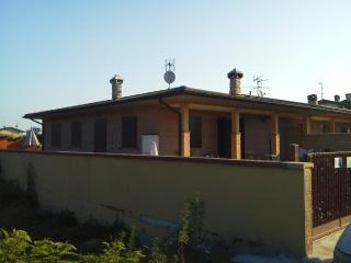 villa con servizio camera indipendente con tv inte - Spessa vacation rentals