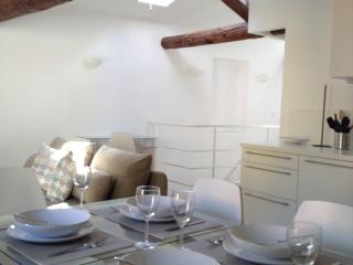 Beautiful Apartment in old town of Villefranche - Villefranche-sur-Mer vacation rentals