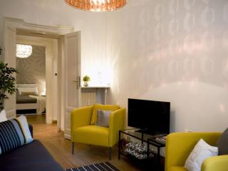 Cadorna apartment in Centro Storico with WiFi, airconditioning & lift. - Milan vacation rentals