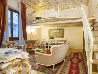 Medici Suite apartment in Duomo with WiFi, airconditioning & lift. - Compiobbi vacation rentals