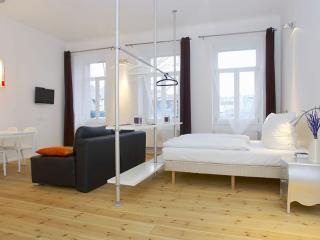 Boxhagener Rot apartment in Friedrichshain with lift. - Berlin vacation rentals