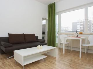 Wilhelm Weiss II apartment in Kreuzberg with WiFi, balkon & lift. - Berlin vacation rentals