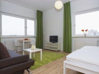 Heddemann Organik apartment in Kreuzberg with WiFi, balkon & lift. - Berlin vacation rentals