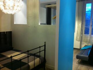 Cozy Apartment with Internet Access and Television - Toulouse vacation rentals