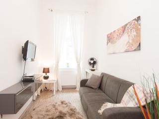 Kölbel apartment in 03. Landstraße with WiFi & lift. - Vienna vacation rentals