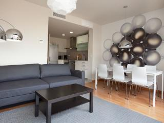 BWH Parc Güell 4 1 apartment in Carmel with WiFi, airconditioning (warm / koud), balkon & lift. - Barcelona vacation rentals