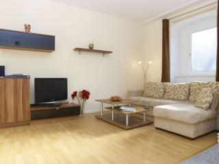 Rose Tempel apartment in Tempelhof with WiFi. - Berlin vacation rentals