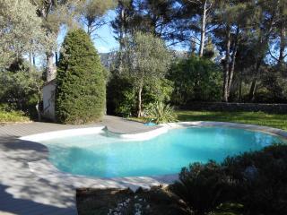 4* Maison, jardin, piscine, vue panoramique - Le Revest-les-Eaux vacation rentals