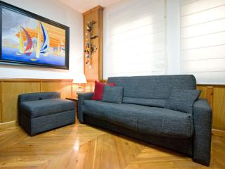 Jardin del Valle apartment in Casco Antiguo with WiFi, airconditioning (warm / koud) & lift. - Seville vacation rentals