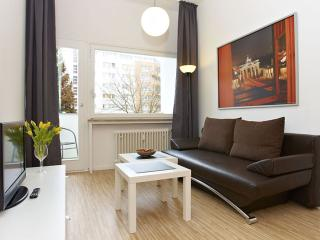 Wilhelm Friends apartment in Kreuzberg with WiFi & balkon. - Berlin vacation rentals