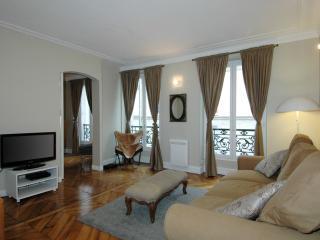 Arty Cléry - Paris vacation rentals