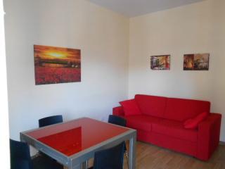 Studios Tiburtina II apartment in Appio Latino with WiFi, airconditioning, balkon & lift. - Rome vacation rentals