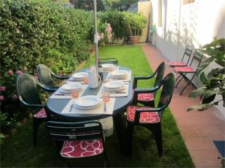 Robbia apartment in Campo di Marte with WiFi & privétuin. - Florence vacation rentals